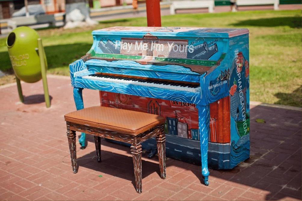 piano-street-lima-peru